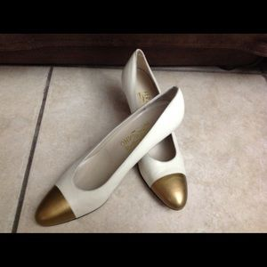 Salvatore Ferragamo Cream Heels Gold Toe Sz
